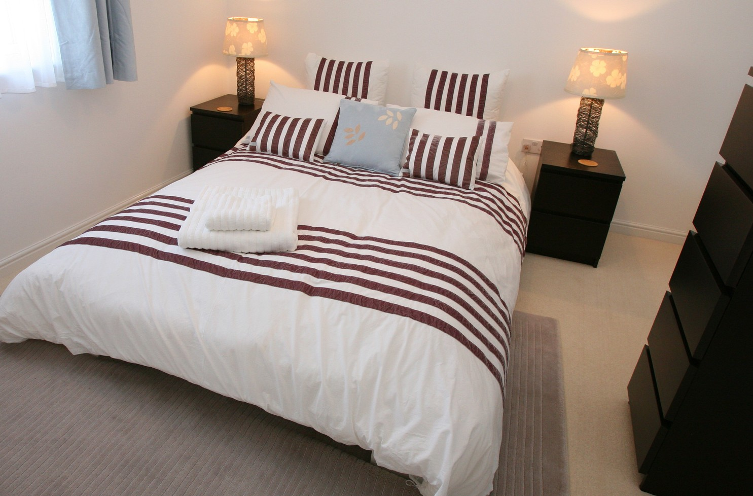 Las mejores maneras para decorar dormitorios masculinos for Simple bedroom designs for men
